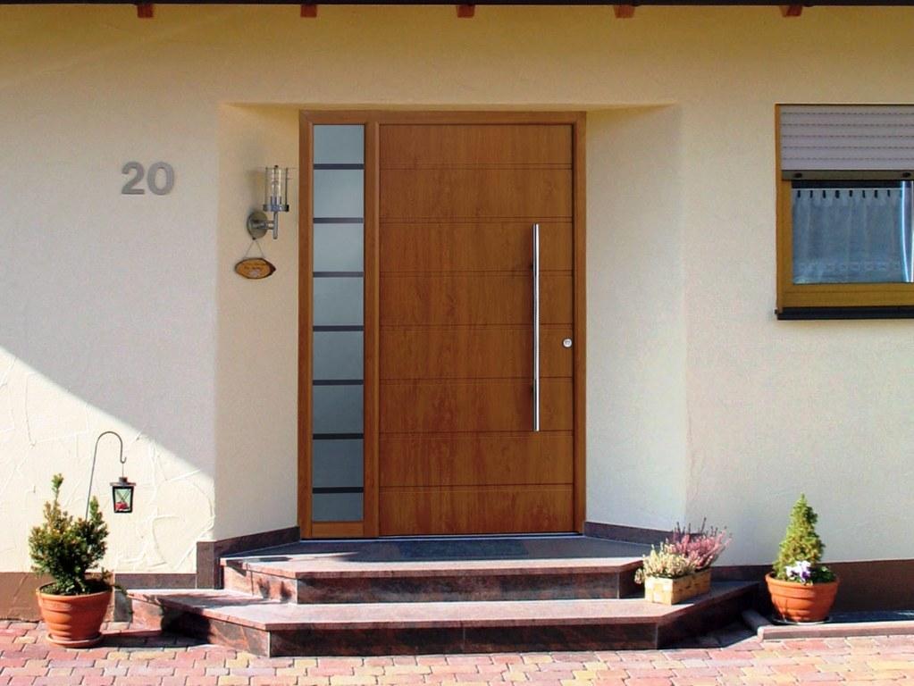 Сколько стоит входная дверь и какую выбрать: более дешевую или подороже?